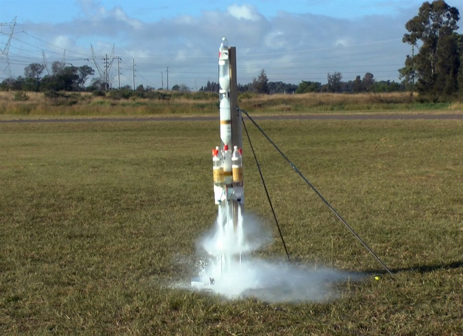 water roket Water rockets use h2o as a reaction mass and, typically, a plastic bottle as a pressure vessel a gas must be used to pressure it, for example, compressed air.